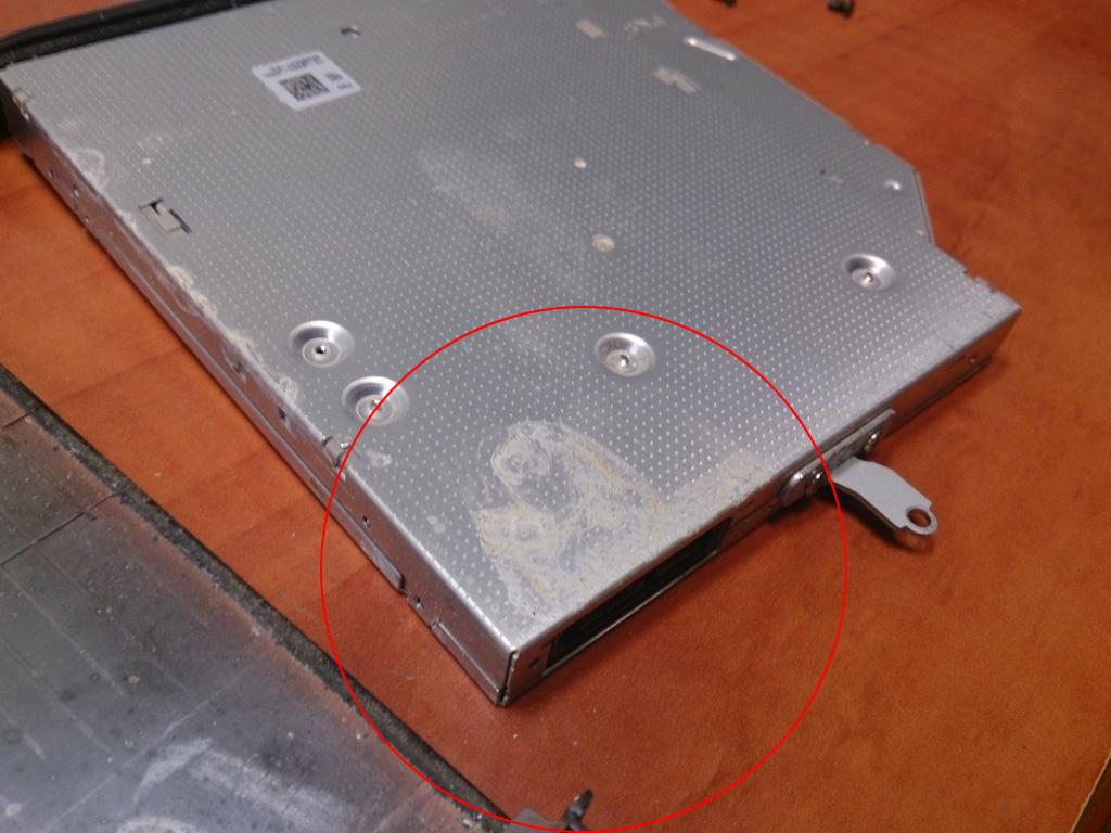 Drėgmės pažeistas DVD-RW įrenginys